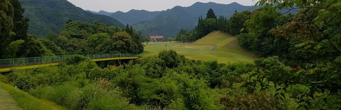 티박스 전경이 아름다운 야쓰시로 골프클럽 18번 홀.