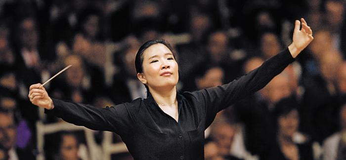 2013년 구동독(東獨)의 명문인 베를린 콘체르트하우스 오케스트라를 지휘하고 있는 김은선.