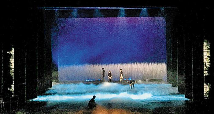 박동우·정재진 디자이너가 협업한 뮤지컬 '아리랑'의 무대. 3D로 갈대 등을 입체감 있게 표현했다.