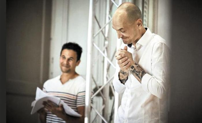 올리비에 피가 연출한 연극 '햄릿'. 실제 죄수들이 배우로 출연했다.