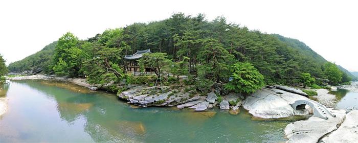 경남 거창군 수승대(搜勝臺)에 있는 요수정(樂水亭). 조선시대 유학자였던 신권 선생이 풍류를 즐기며 제자를 가르치던 정자였다.