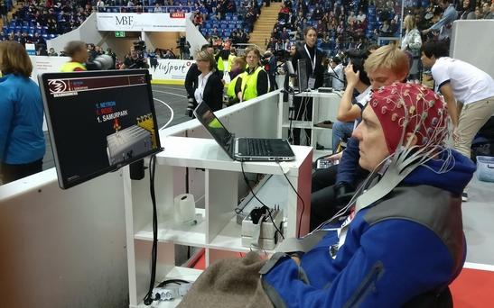 지난해 10월 스위스 취리히에서는 '사이배슬론(Cybathlon)' 대회에 참가한 한 장애인 선수가 뇌파만으로 게임을 하는 종목에 출전하고 있는 모습 /사이배슬론 홈페이지 캡처