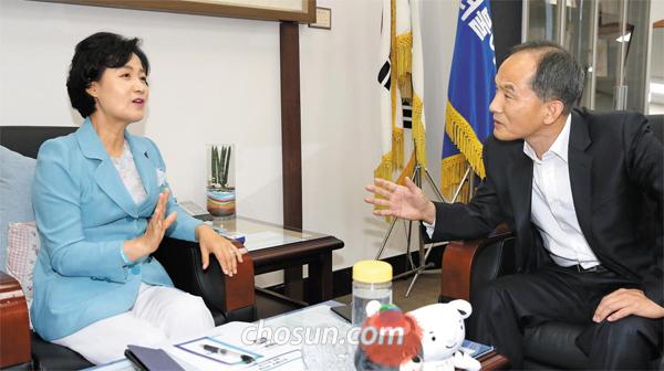 추미애 대표와 최보식 선임기자