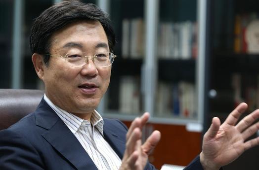 """김종석 의원은 문재인 정부의 부동산 대책은 """"전형적인 좌파의 시장 개입주의""""라고 평가했다. / 이덕훈 기자"""