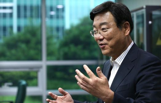 """김종석 의원은 """"최저임금 인상으로 혜택을 보는 것은 대부분 중산층""""이라고 말했다. / 이덕한 기자"""