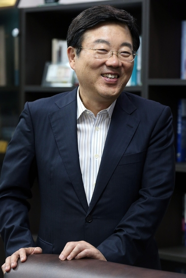 """김종석 의원은 """"상위 10% 근로자에 대한 고용 보호 장치를 풀어야 한다""""고 말했다. / 이덕한 기자"""