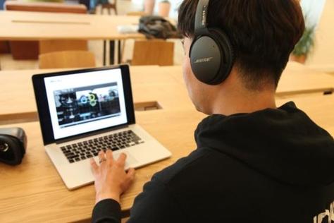VR 콘텐츠의 소리 위치값을 정해주는 소프트웨어를 시현해보이는 오현오 가우디오랩 대표. /LA=김범수 기자