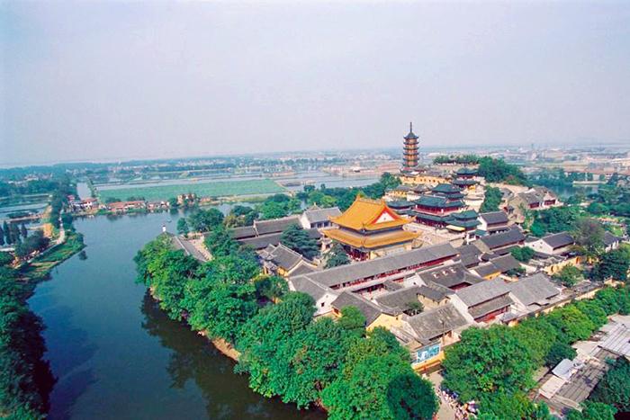 전장은 양쯔강과 경항대운하가 교차하는 지점이다.