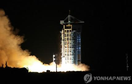 2016년 8월 중국이 쏘아올리고 있는 세계 첫 양자통신 실험위성 묵자호/연합뉴스