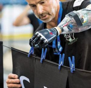 취리히 연방공과대가 지난해 10월 개최한 사이배슬론 대회 모습. 로봇과 정보기술을 이용해 장애인들을 돕기 위해 마련됐다.