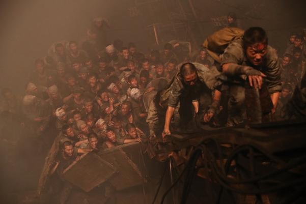 영화 '군함도'의 대탈출 장면.