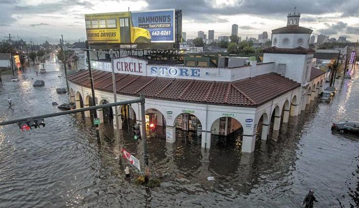 지난 5~6일 내린 폭우로 미국 남부 루이지애나주(州) 뉴올리언스 시가지가 또다시 물에 잠겼다. 뉴올리언스는 지난 2005년 8월 허리케인 '카트리나'가 휩쓸고 지나가면서 도심 80%가 침수됐다.
