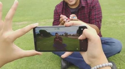 영화배우 조셉 고든 레빗이 운영하는 히트레코드에서 LG V30 제품 관련 동영상이 소개됐다.  /동영상 캡처