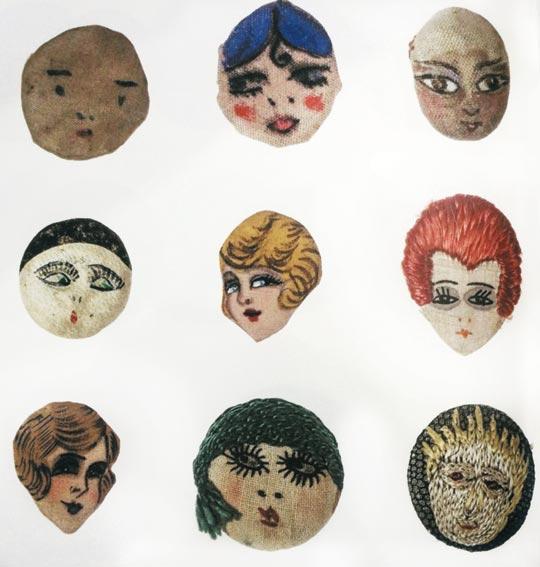 프랑스 단추전시회의 가터 버튼(garter button), 미국 제품(1925년 추정), 디자이너 미상, 장식예술박물관 소장.