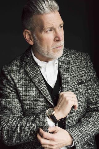 60세가 넘은 나이에도 센스있는 패션 감각을 선보이는 패션 디렉터 닉 우스터.