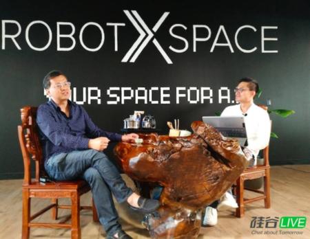 데이비드 웨이 전 알리바바 CEO(왼쪽)가 마윈에 대해 얘기하고 있다. /실리콘밸리 라이브