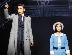 페기 소여를 맡은 오소연(오른쪽)과 줄리안 마쉬 역의 김석훈(왼쪽).