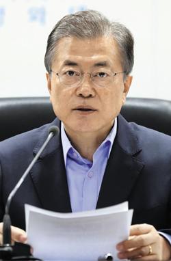 NSC 소집한 文대통령 - 문재인 대통령이 3일 청와대에서 국가안전보장회의(NSC)를 긴급 소집해 북한 6차 핵실험 대응 방안을 논의하고 있다.