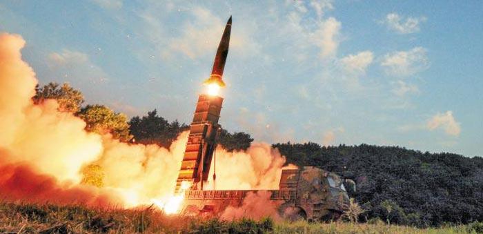 북한의 6차 핵실험에 대응해 우리 군이 4일 오전 동해안에서 사거리 300㎞인 현무-2A 탄도미사일을 발사했다.