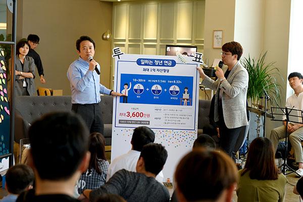 경기도는 6일 일산 라페스타에 위치한 로켓티어에서 경기도 일자리카페 오픈 행사를 개최했다고 밝혔다.