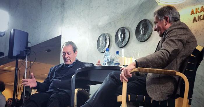 미국 작가 폴 오스터(왼쪽)와 사울리 니니스퇴 핀란드 대통령이 지난 2일 오후 헬싱키 시내 아카데미아 서점에서 이야기를 나누고 있다. 오스터의 팬이라는 니니스퇴 대통령은 대본 없이 영어로 질문했다.