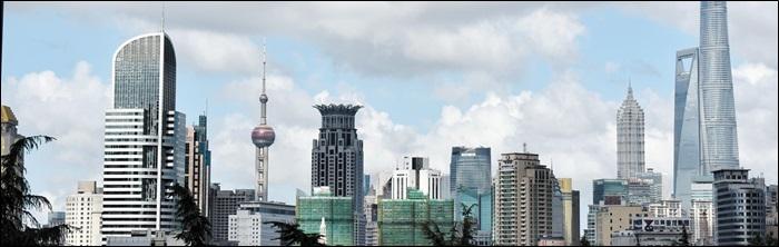상하이의 압도적인 스카이라인. 11년 전보다 더 광대하고 높아졌다.