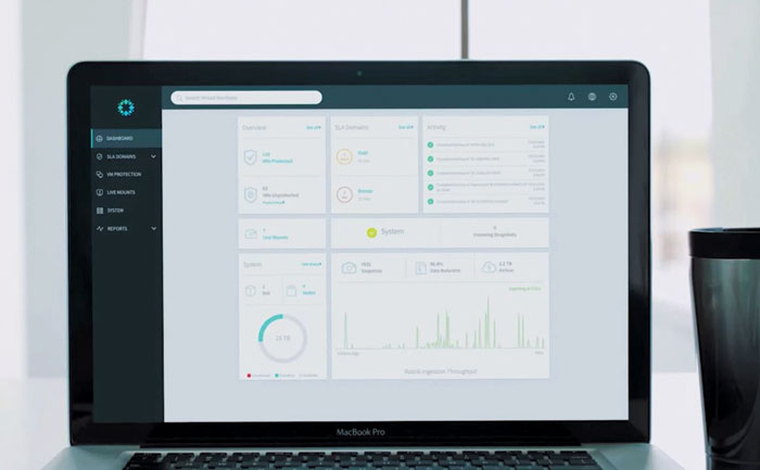 데이터 보호와 백업, 복구를 손쉽게 할 수 있게 도와주는 루브릭의 소프트웨어 화면.