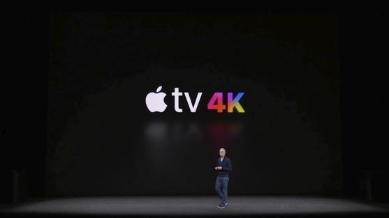 팀 쿡 애플 CEO가 12일(현지시간) 미국 애플 신사옥인 애플파크 내 스티브잡스 극장에서 열린 신제품 공개 행사에서 새로운 애플 TV를 소개하고 있다./ 애플 제공
