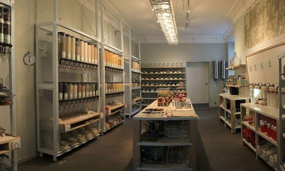 운페어팍트의 매장 모습. 투명한 용기에 식료품들이 담겨있다./사진=운페어팍트 홈페이지