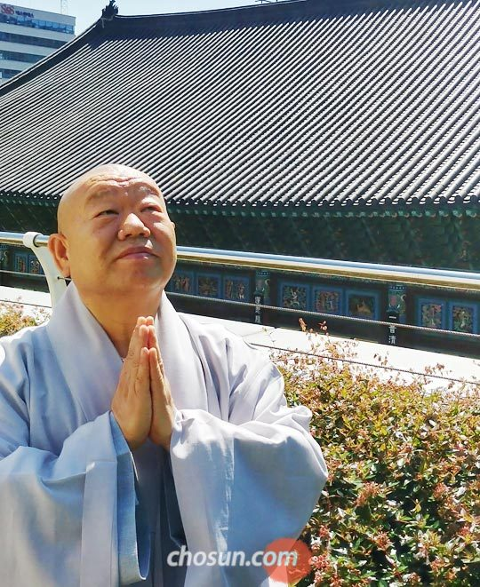 '지장경을 읽는 즐거움'을 펴낸 정현 스님.