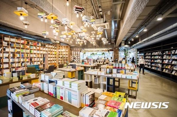 서울 한남동 블루스퀘어에 북파크(BOOKPARK)가 2016년 10월 개관했다.