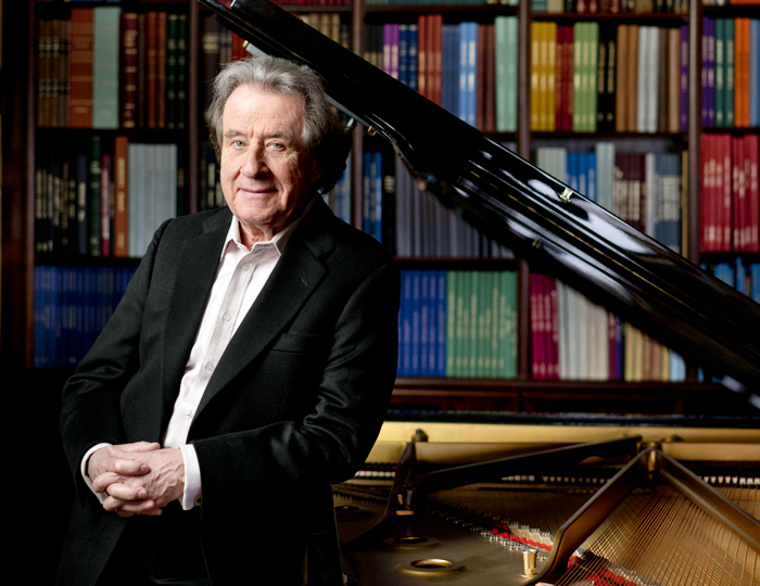 """학구적 연주자로도 유명한 루돌프 부흐빈더는 """"지름길은 없다. 악보를 복습하고 작곡가들의 삶을 추적하고 그들의 일기를 파헤치며 속마음을 읽어내는 수준에 이르러서야 자유롭게 피아노를 칠 수 있게 됐다""""고 말했다."""