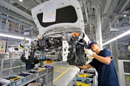 중국 창저우공장에서 생산직 근로자가 조업하고 있다./현대차 제공