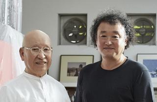 서보문화재단에서 이진우 작가가 박서보 선생과 만나 현대미술에 대한 이야기를 나누고 있다