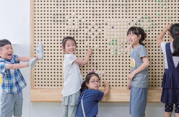 [주간조선] 교실에 놀이터가 복도에 카페가… 학교의 실험