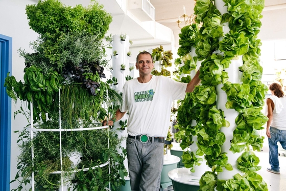 녹색 교실 '그린 브롱크스 머신'의 설립자 스티븐 리츠(Stephen Ritz). 미국에서 가장 가난한 선거구로 꼽히는 사우스 브롱크스에서 교사로 일하며 '녹색 교실'을 주도했다./사진=스티븐 리츠 제공