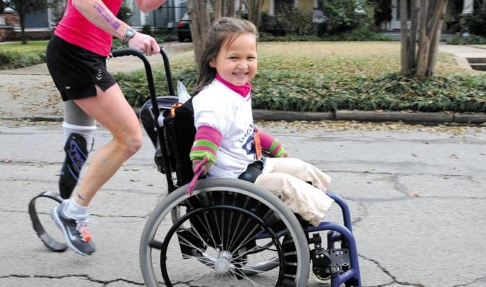 지난 25일, 백경학 푸르메재단 이사, 채춘호 종로장애인복지관 직업지원팀장 등이 세계 선진 장애인 재활시설 탐방기를 담은 책'보통의 삶이 시작되는 곳'이 나왔다. 책 표지 사진의 주인공은 사지결핍증을 가지고도 마라톤 대회에 참가한 라이앤 카 양.