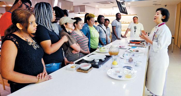 지난해 9월 열린 '제1회 월드 한식 페스티벌'에서 외국인들이 불고기 만드는