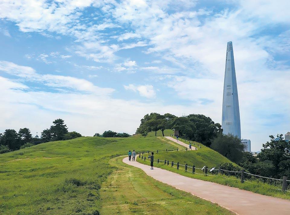 [찰칵!] 몽촌토성과 롯데월드타워… 1800년의 시간