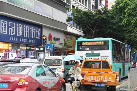중국이 당초 내년부터 적용하려던 전기차 의무 할당 생산제를 2019년부터 적용한다고 발표했다. 중국 진출 외국자동차업체들은 과격한 규제라고 유예를 요청했고, 중국 당국이 이를 일부 수용한 것이다. /선전=오광진 특파원