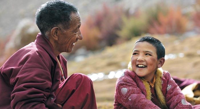 '다시 태어나도 우리'는 티베트로 향하는 우르갼(왼쪽)과 앙뚜의 여정을 담은 다큐멘터리다.