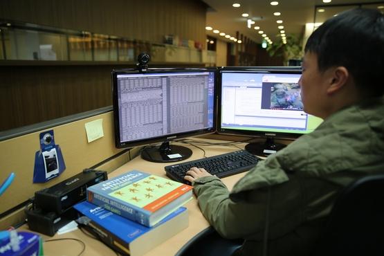 엔씨소프트의 AI 센터 직원이 일하는 모습. /엔씨소프트 제공
