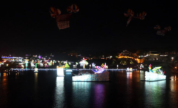 밤에 빛나는 진주 유등축제