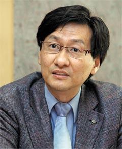 """본지 인터뷰를 통해 """"KBS 노조로부터 이사 사퇴 압박을 받았다""""고 말한 강규형 교수."""