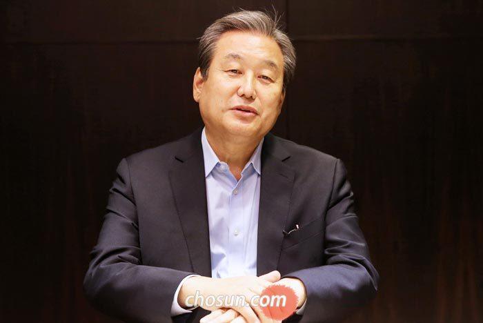 김무성 바른정당 의원이 11일 서울 여의도 한 식당에서 본지와 인터뷰하고 있다.