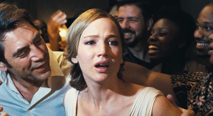 영화'마더'의 여주인공 제니퍼 로런스(가운데)와 감독 대런 애러노프스키는 실제 연인이기도 하다.
