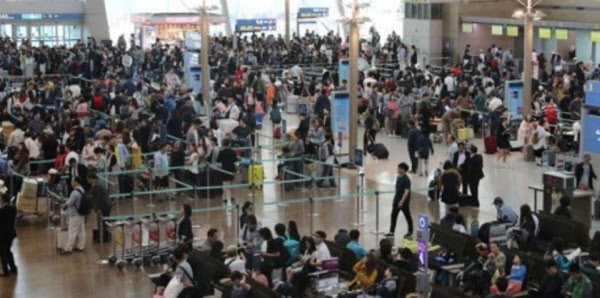 '인천공항 돈다발·금괴 배낭' 주인 정체는 무직의 40대 한국 남성