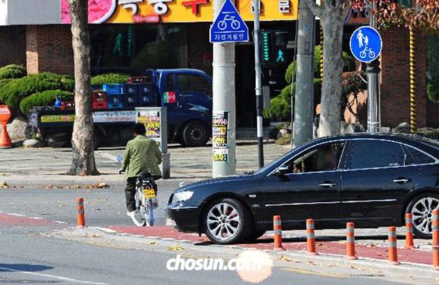 자전거도로 이용 규정이 지켜지지 않을 경우 안전 사고가 발생할 수 있다. / 조선일보DB