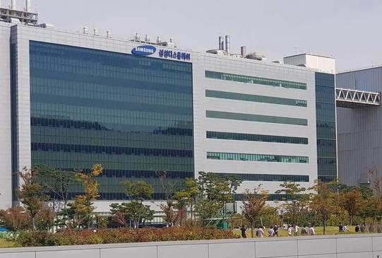 삼성디스플레이 공장 건물의 모습 /김종형 인턴기자
