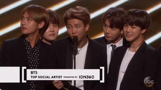 BTS는 올해 5월 미국 라스베이거스에서 열린 2017 빌보드 뮤직 어워드에서 케이팝 그룹 최초로 '톱 소셜 아티스트(Top Social Artist)' 상을 받았다. / 빌보드 홈페이지 캡처